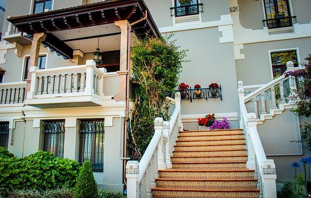 Exterior del edificio llamado Villa del Gran Hotel del Sella