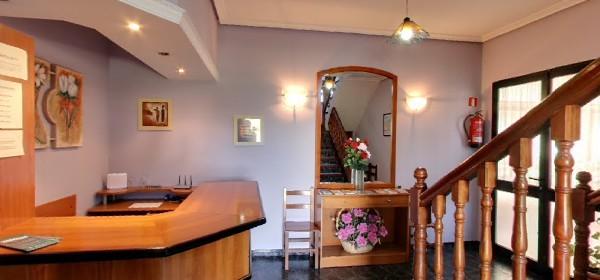 Recepción del Hotel La Chopera de Collera