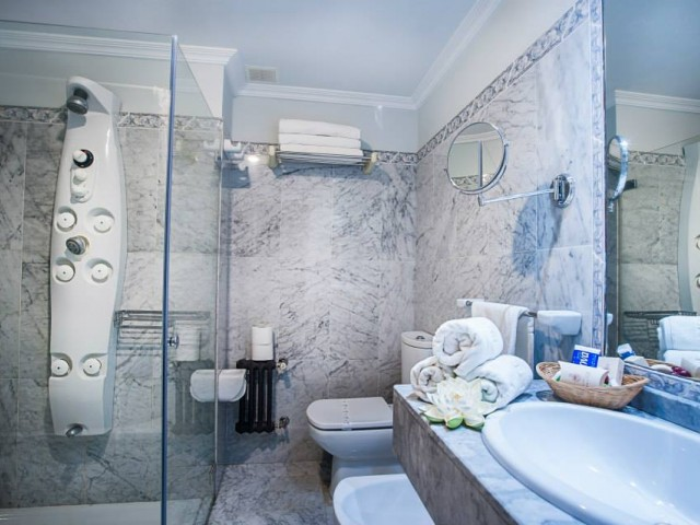 Limpieza y cuidada decoración presentan nuestros baños