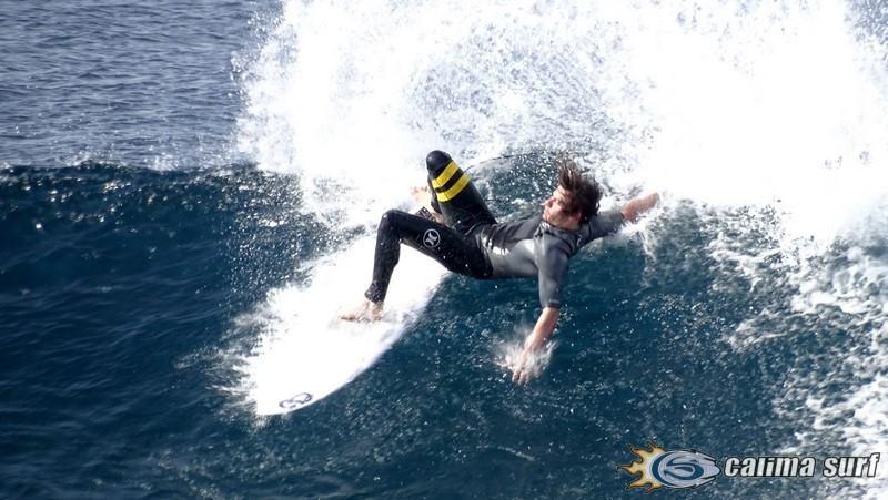 Practicando Surf en Lanzarote