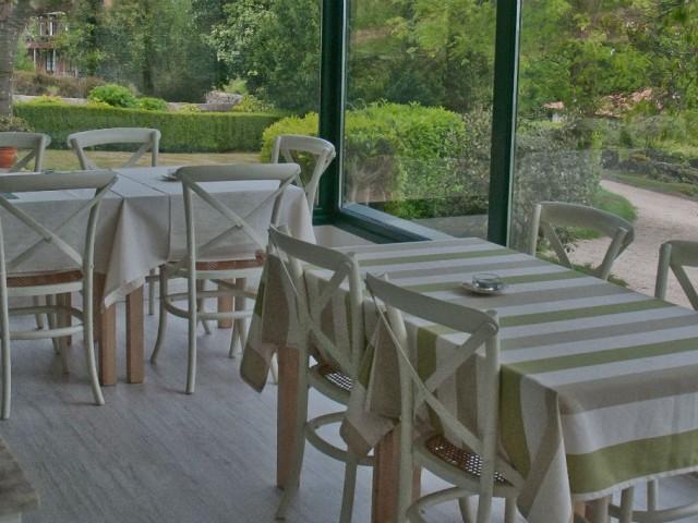 En nuestro comedor podrás disfrutar de un desayuno con unas vistas espectaculares