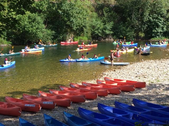 Una de las salidas de la actividad del Descenso del Sella en canoa
